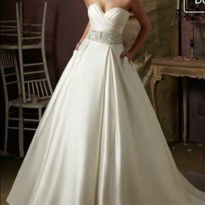 Ivory satin wedding dress size 4-6